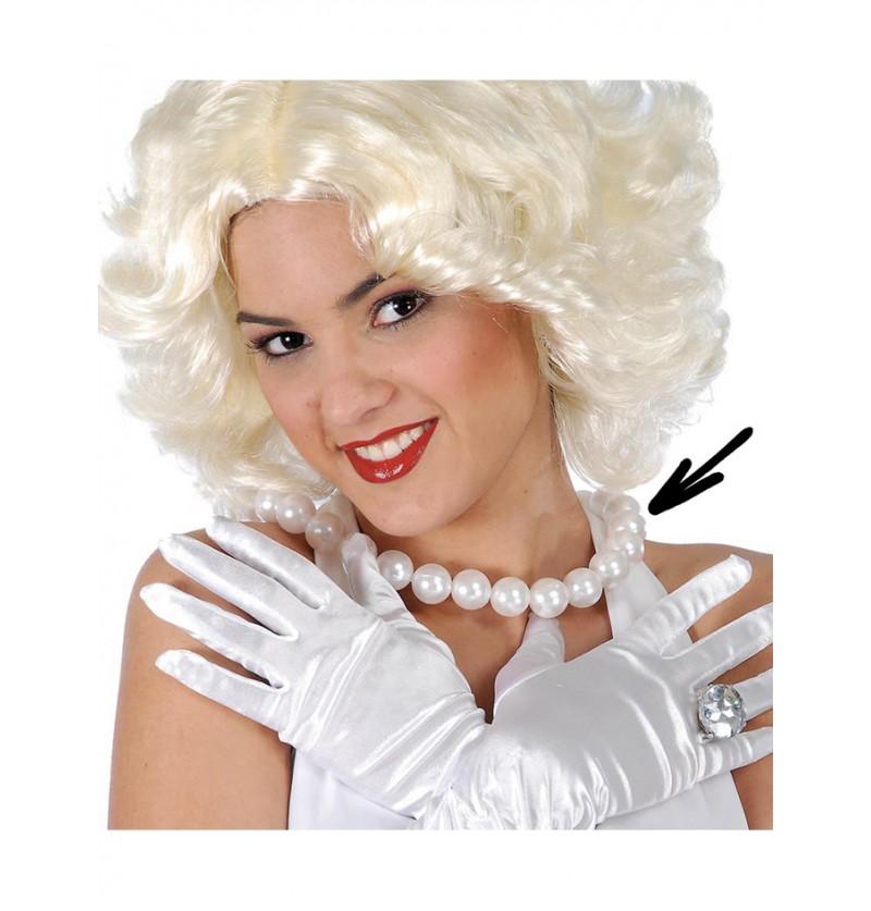 Collar de perlas blancas