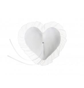 Cojín con forma de corazón y tul blanco para anillos