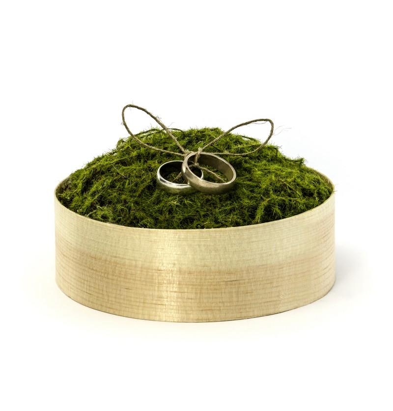 Caja para anillos de boda con musgo